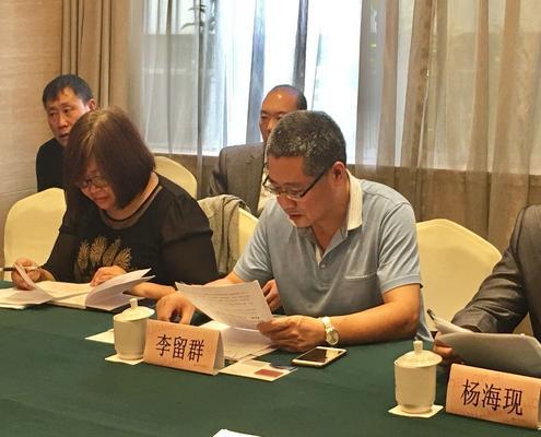 郑州市成人教育教研室教学科研办公室主任李留群安排评审事宜.jpg