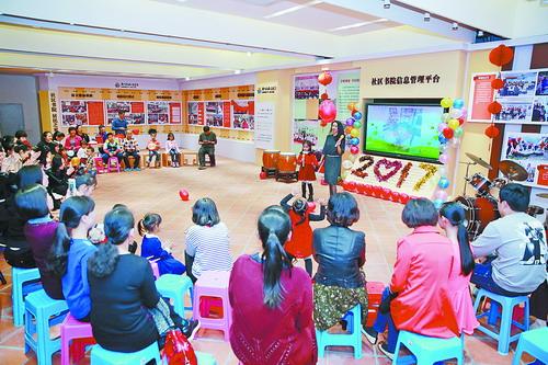 社区书院开展内容丰富的活动,吸引众多居民参加。.jpg